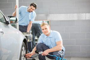 Kleidung Arbeitsschuhe Und Sonstige Personliche Schutzausrustung In Der Kfz Werkstatt Arbeitsschutz Handbuch Pw Krystian